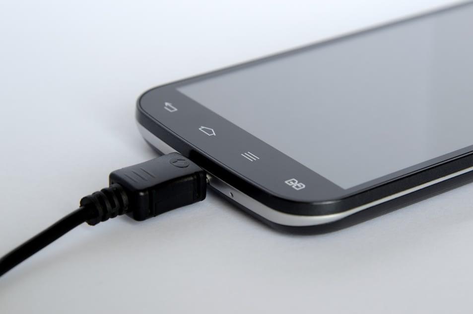 gambar smartphone cepat panas karena sering dicharge