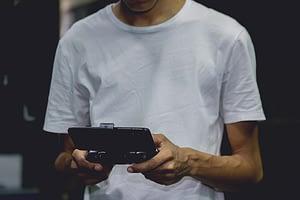 gambar handphone seharga 2 jutaan untuk bermain game