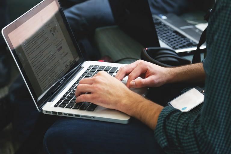 mengamankan laptop dari malware